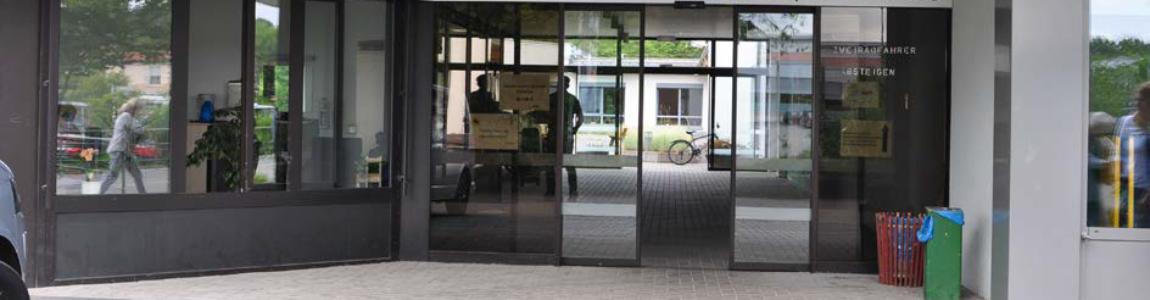 Eingang der Einrichtung von vorne.