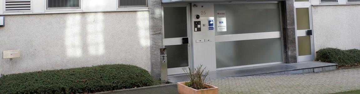 Bild des Eingangs zur Tagesklinik