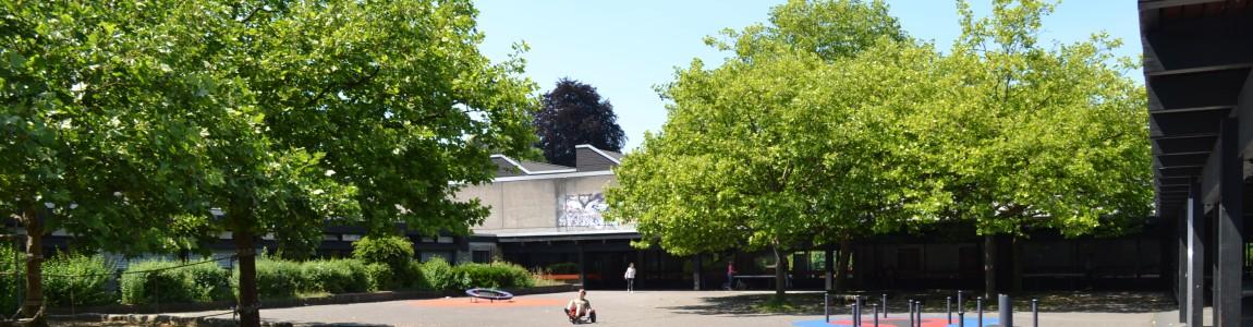 Schulhof der Anna Freud Schule