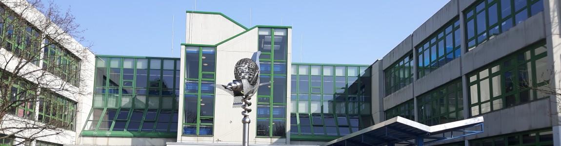 Schule von außen
