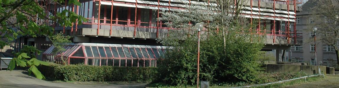 Außenansicht des Gebäudes des Rheinisch Westfälischen Berufskollegs Essen